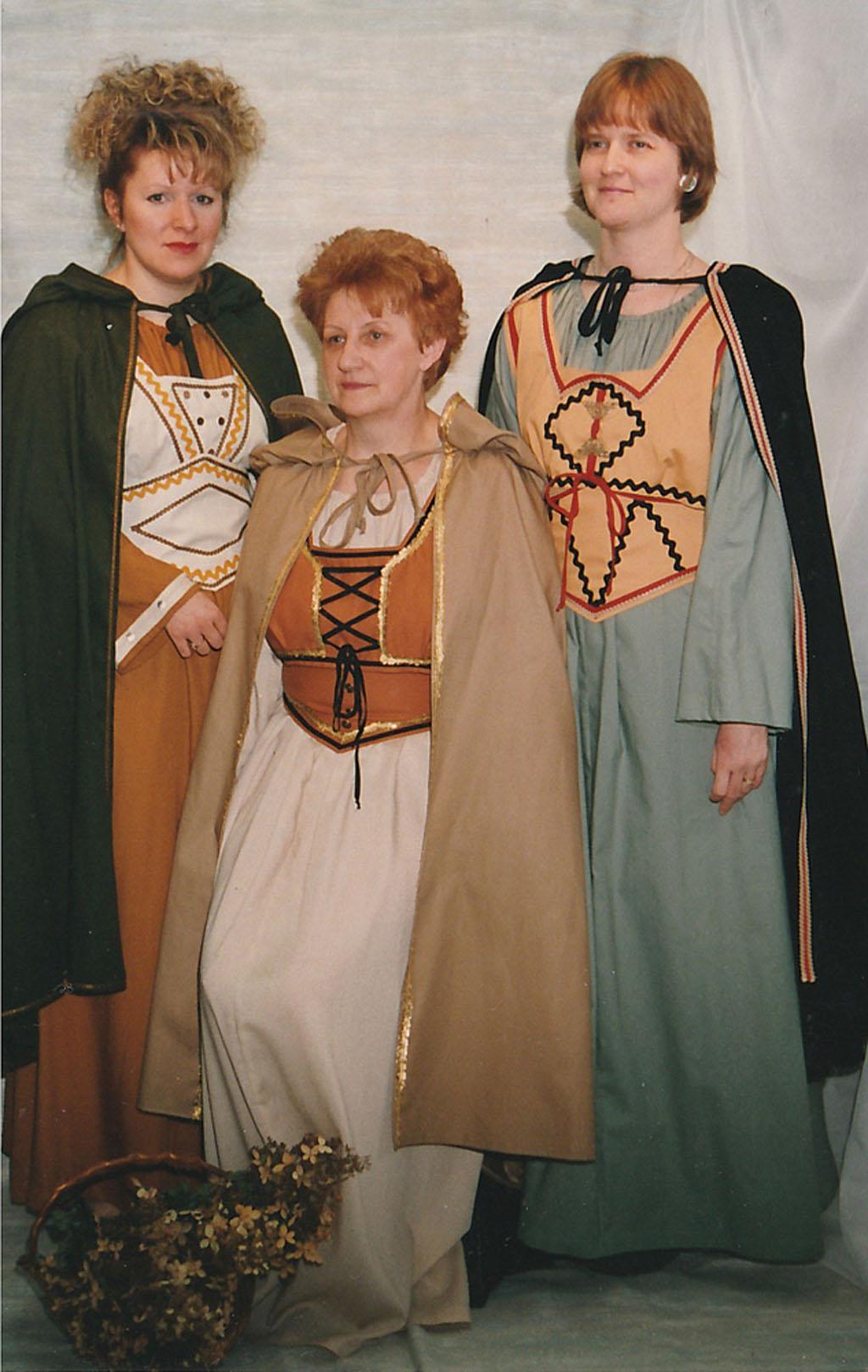 Costumes familiales avec cape médievaux | Boutique Kat-Lyn Québec